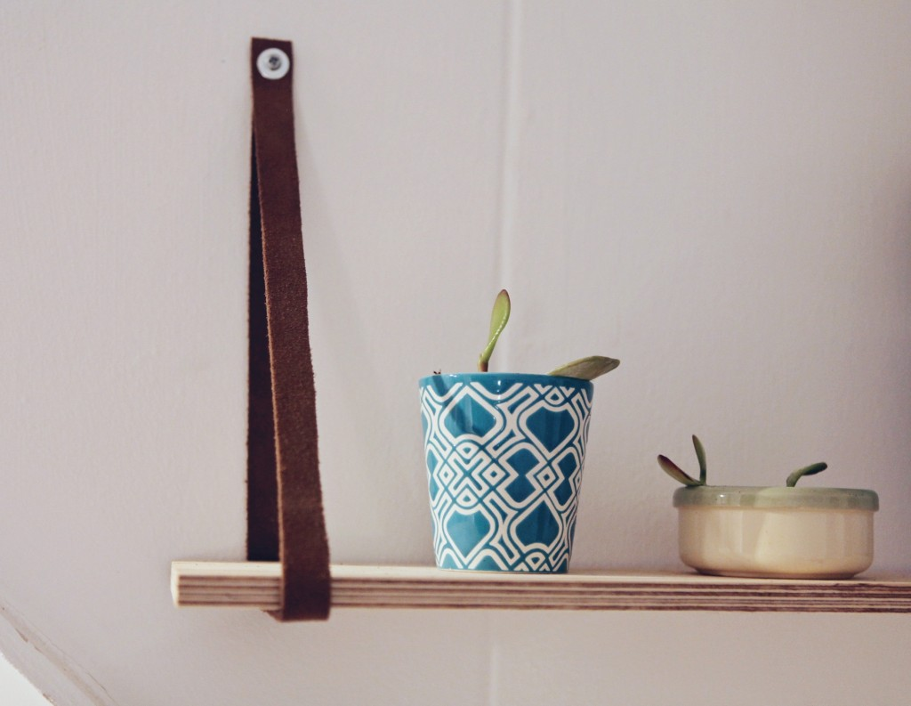 shelf hanging leather belt